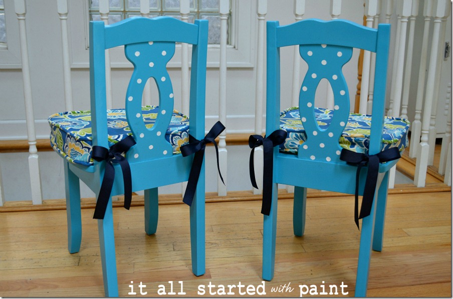 turquoise-child-chair-with-polka-dots