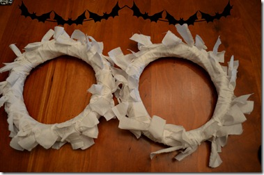 boo-wreath-how-to-mummy-wrap