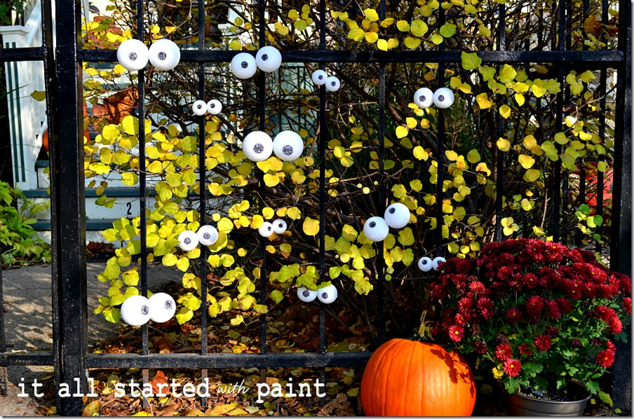eyes-on-the-fence-for-halloween-decoration