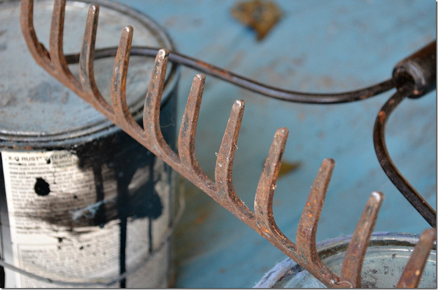 fall-spray-paint-display-rusty-rake
