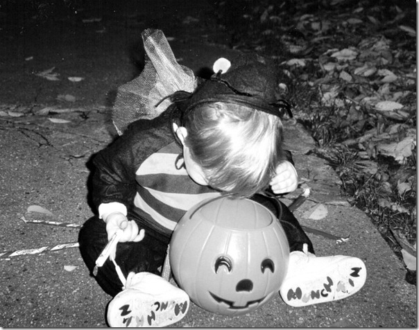 halloween-bee-costume-sam-black-and-white