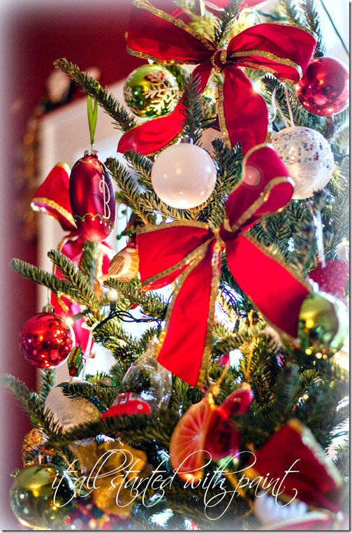 Christmas Tree with Red Bowss-2