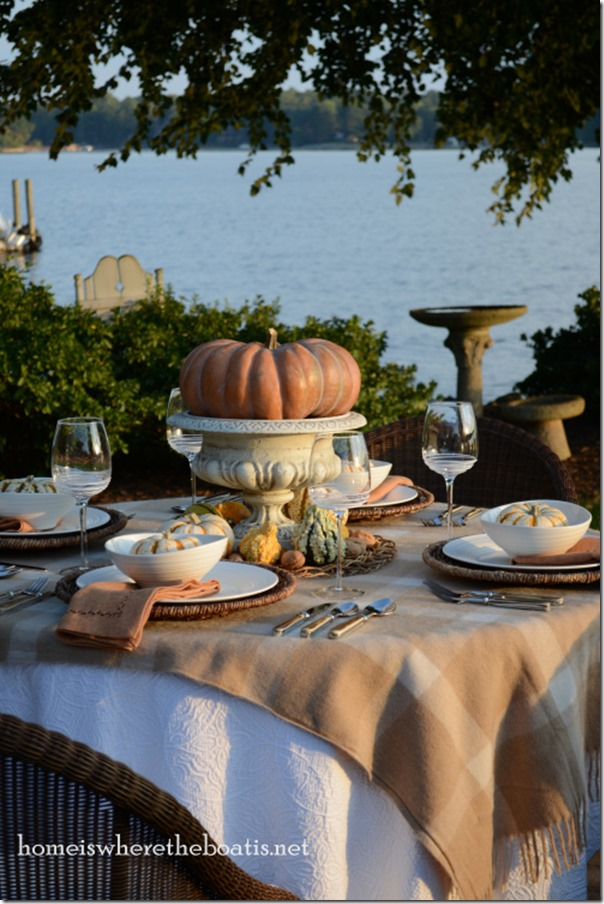 Fall-table-setting-on-the-lake