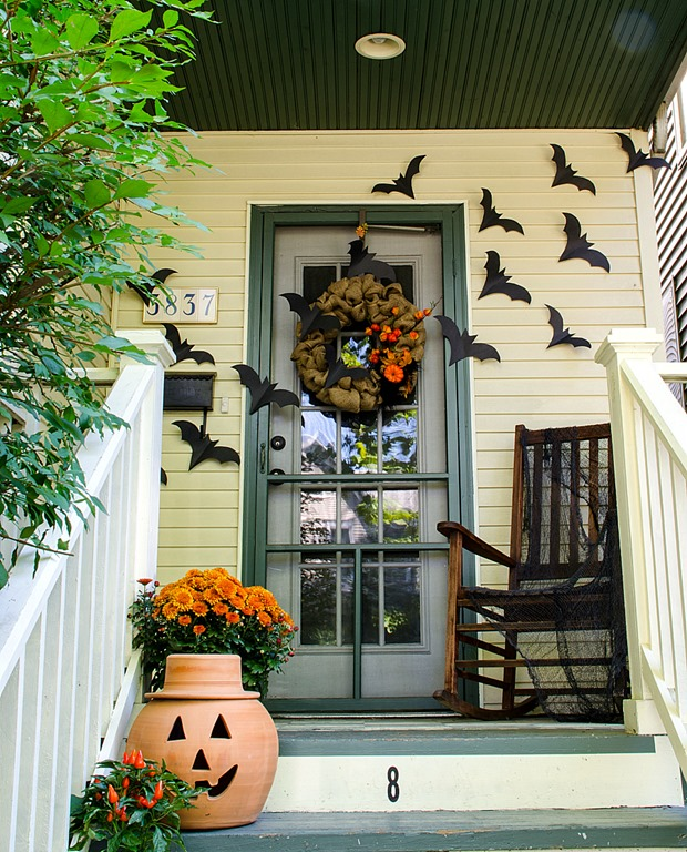 Front Porch Decorating: Halloween Home Decor