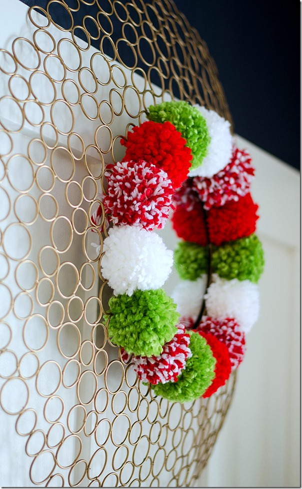 Pom-Pom-Wreath-Holiday-Mantel-8