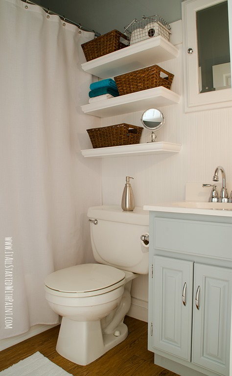 Small Blue Bathroom : bathroom-blue-and-white