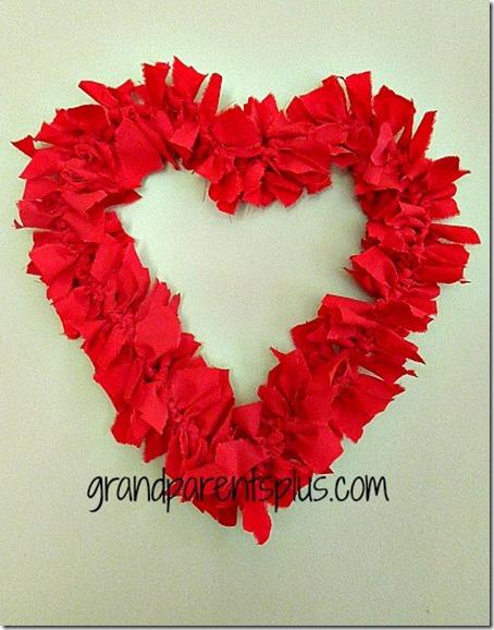 valentine-wreath-rags