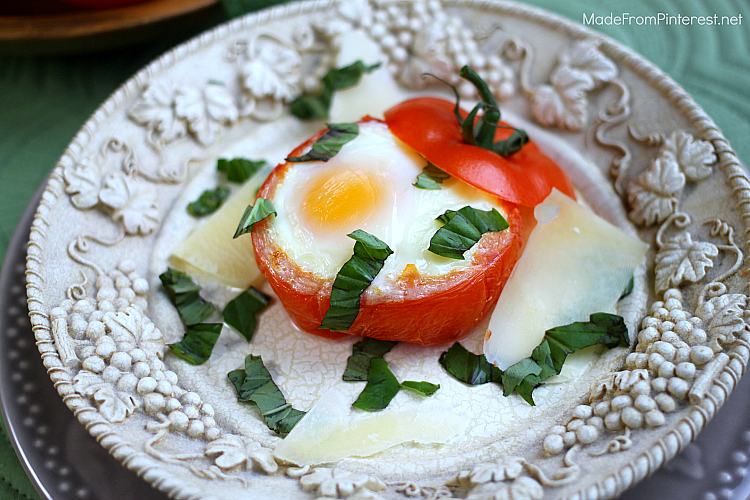 how-to-poach-egg-in-tomato