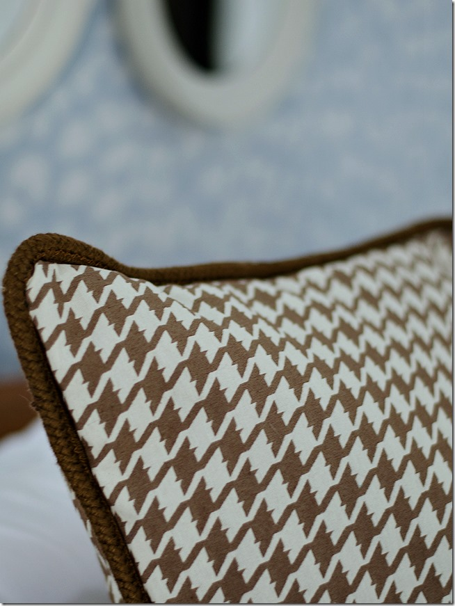 brown-houndstooth-fabric-pillow