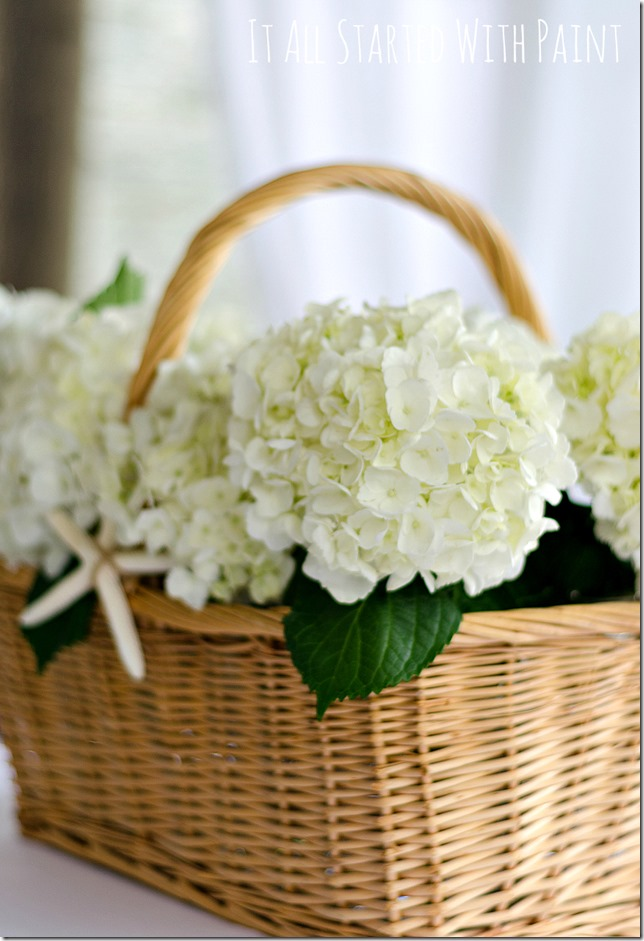 navy-white-outdoor-porch-hydrangea