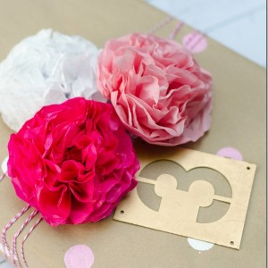 homemade-gift-wrap-tissue-paper-flowers