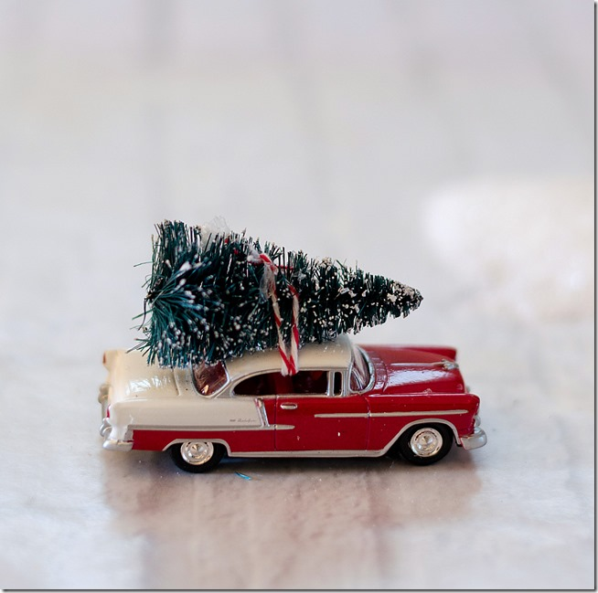 snow-globe-ornament-car-with-bottle-brush-tree-3