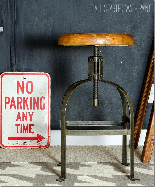 chalkboard-wall-sawhorse-desk-office-space-11 2