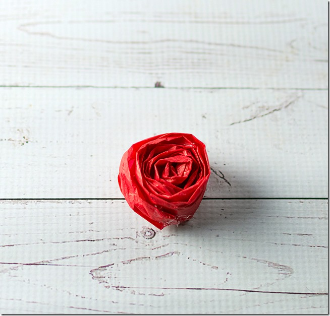 tissue-paper-rosette-valentine-day-wreath-15