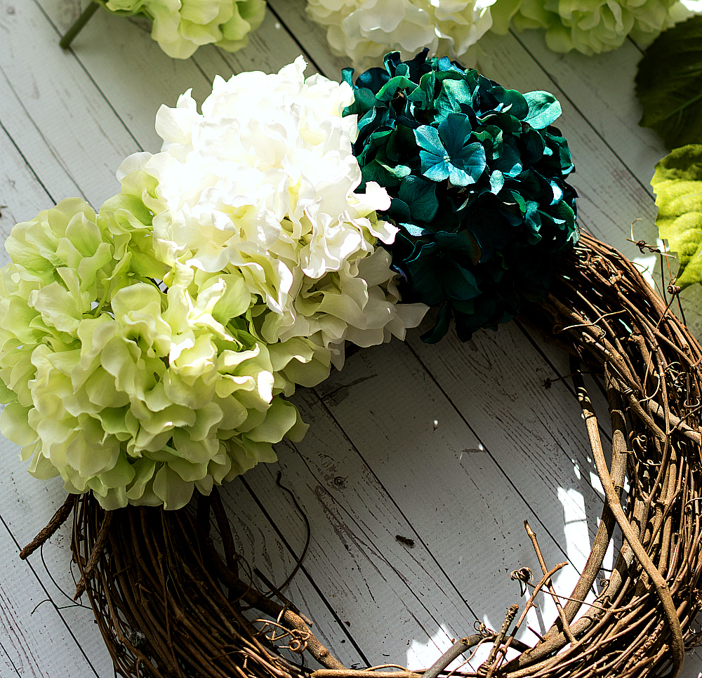 hydrangea-wreath-how-to-make 2 (6 of 6)