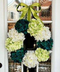 spring wreath ideas using hydrangeas in greens and blues and whites