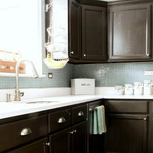 Painting Builder Grade Cabinets: Prep & Priming