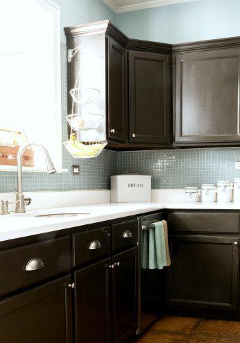 Painting Builder Grade Cabinets: Prep & Priming