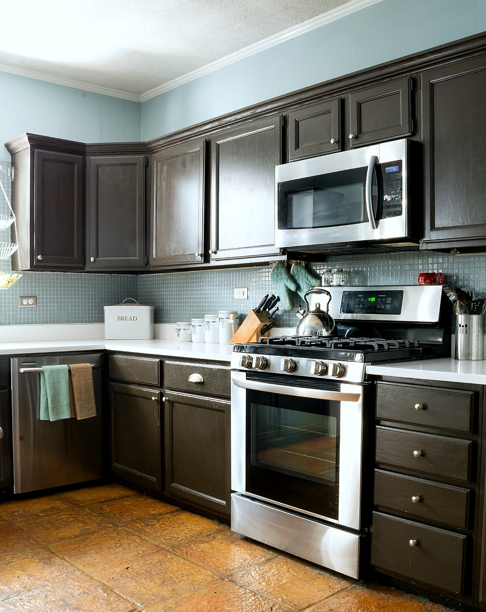 Painting Builder Grade Oak Kitchen Cabinets: The Prep