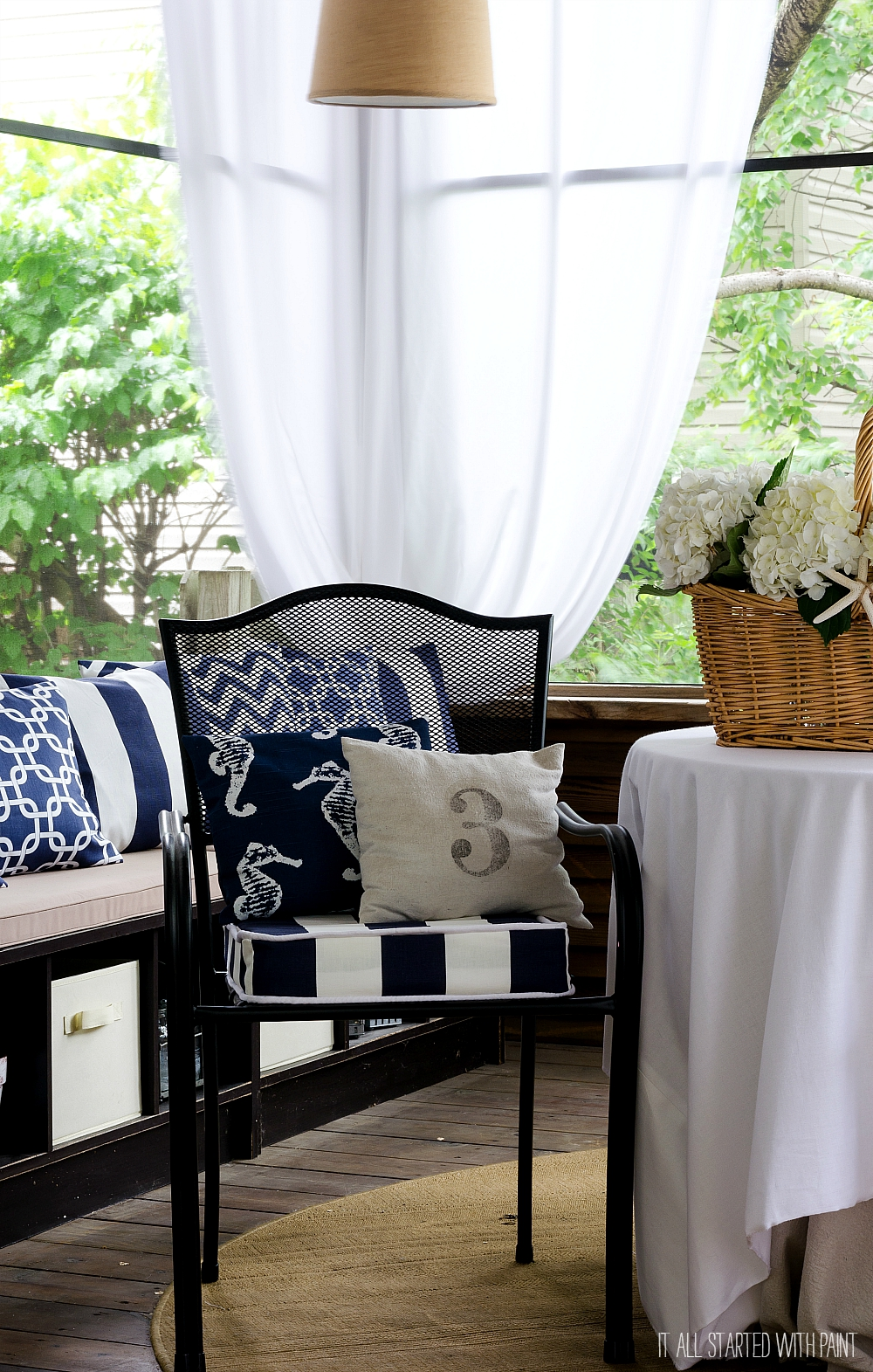 Screened Porch: Navy & White Decor