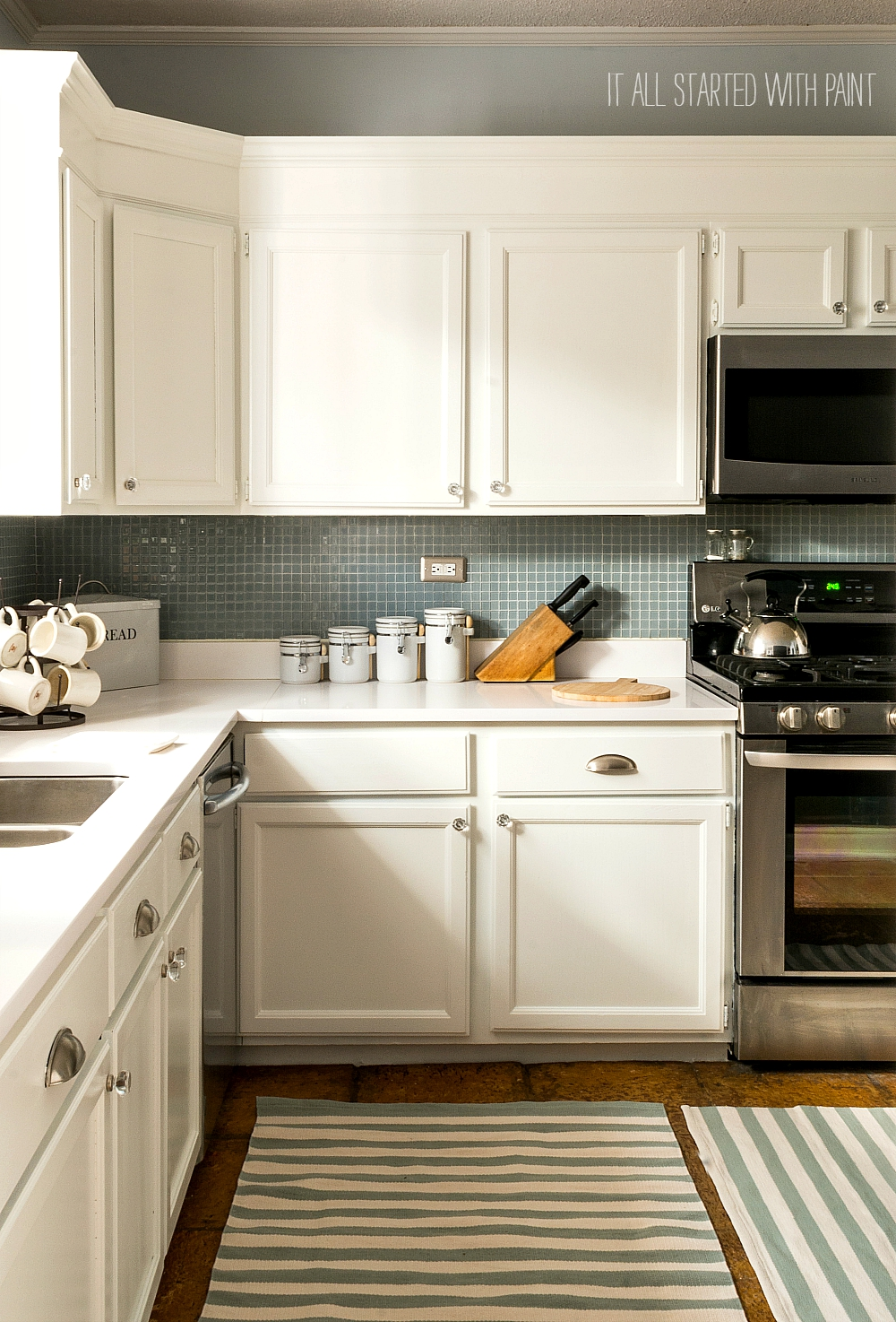 Grade Kitchen Makeover with White Paint