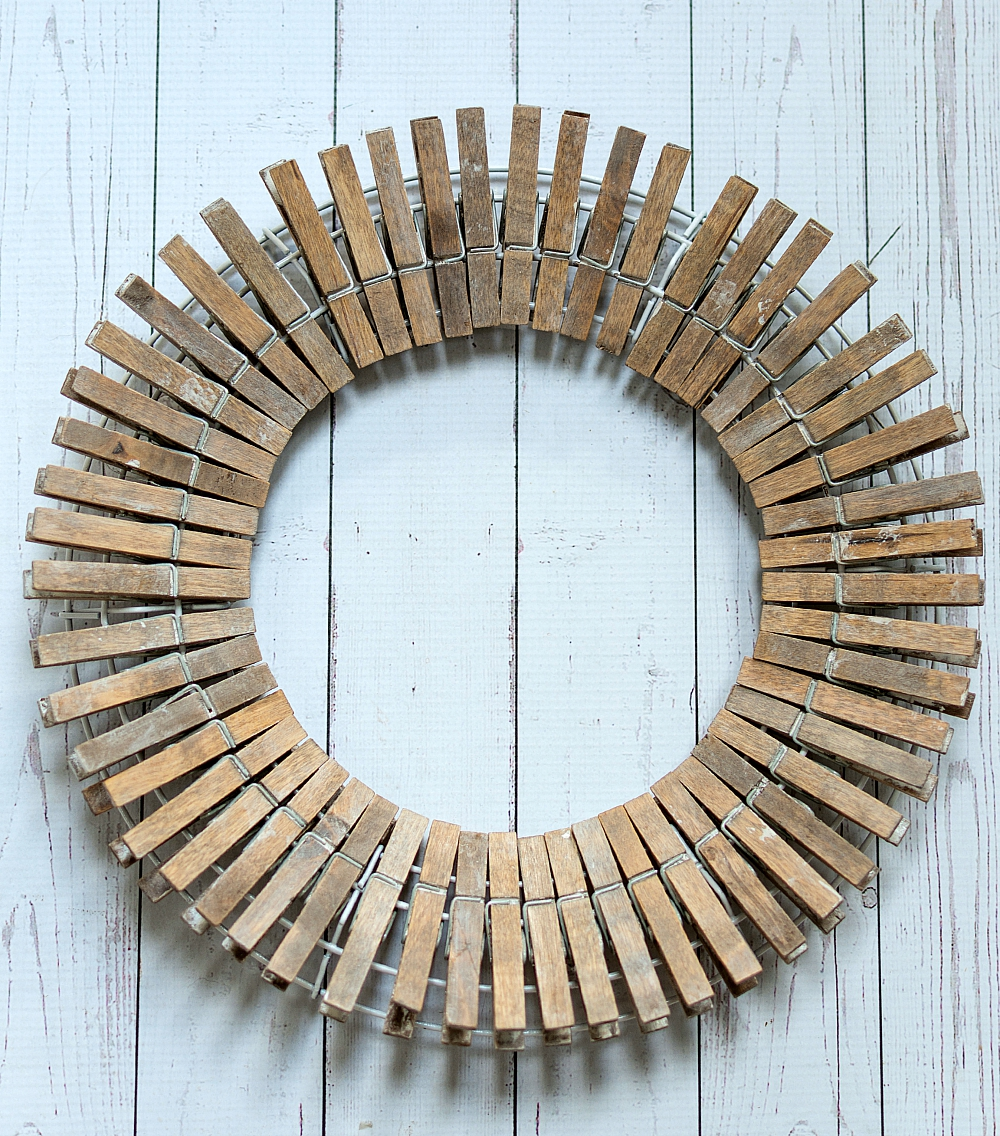 Painted Fall Wreath: Clothespin Driftwood Look Wreath