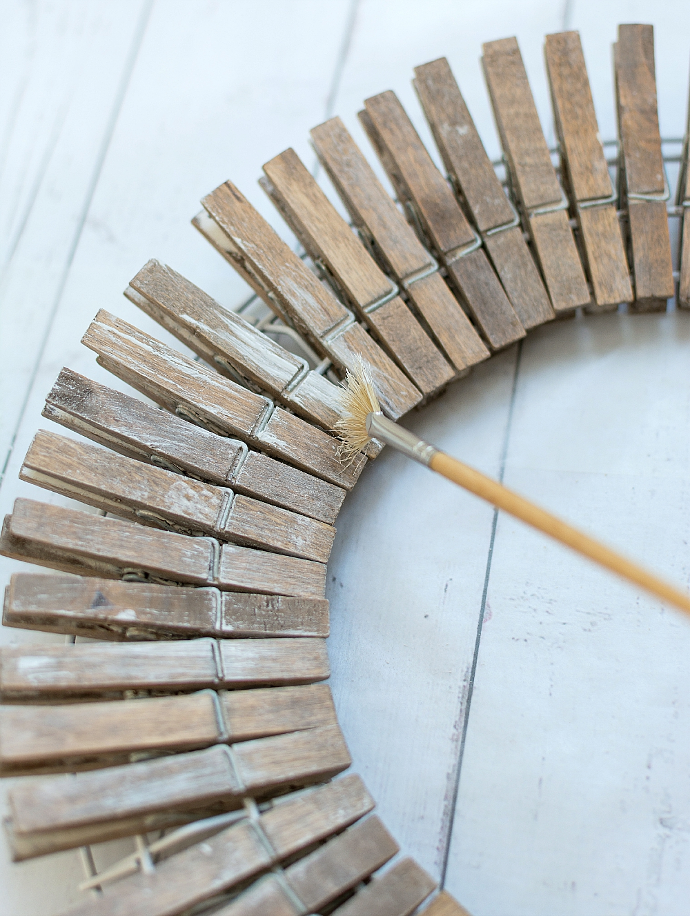 Clothespin Wreath: Painted Driftwood Look