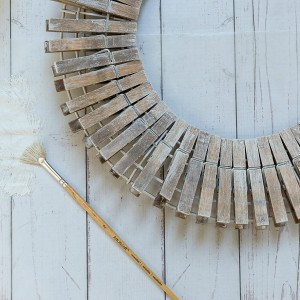 Clothespin Wreath: Driftwood Look