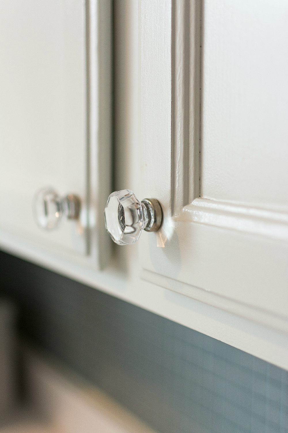 Glass Hardware On White Kitchen Cabinets