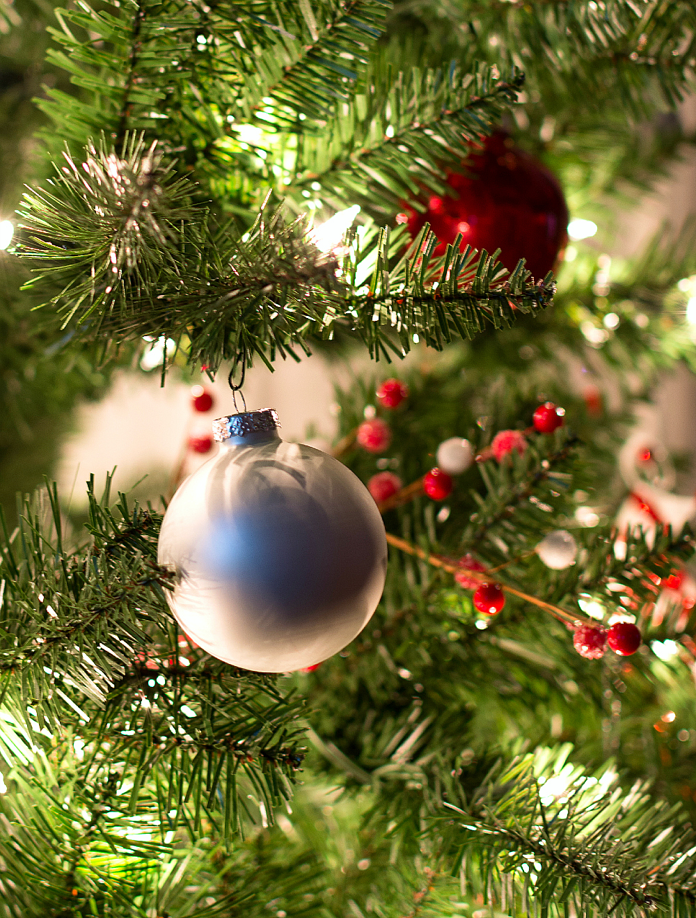 Christmas-Tree-Red-White-Ornaments (11 of 17)