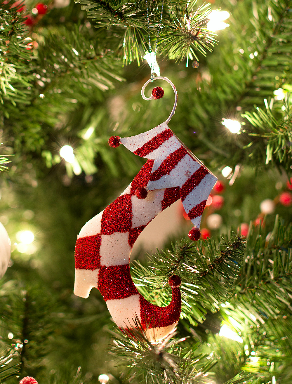 Christmas-Tree-Red-White-Ornaments (6 of 17) 2