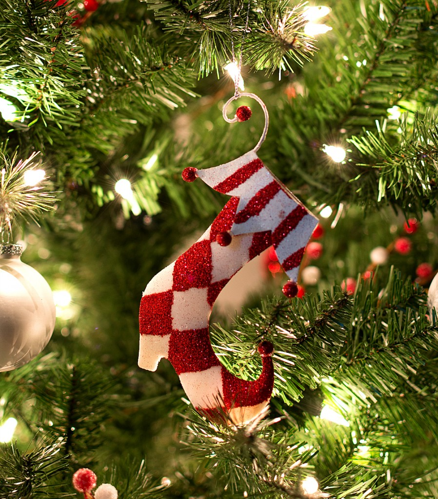 red white christmas tree decor
