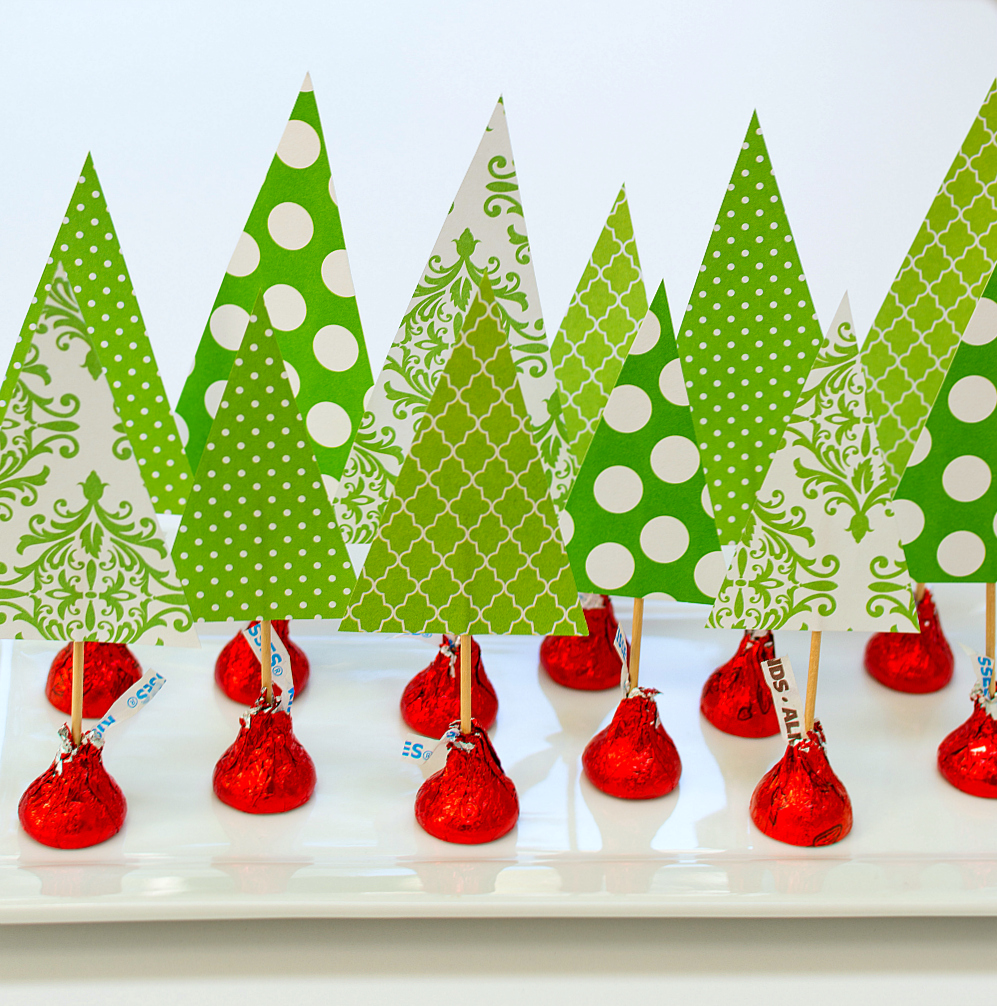 Holiday-Centerpiece-Idea-Hershey-Kiss-Mas-Tree-Forest-Wine-Corks (13 of 14) 2