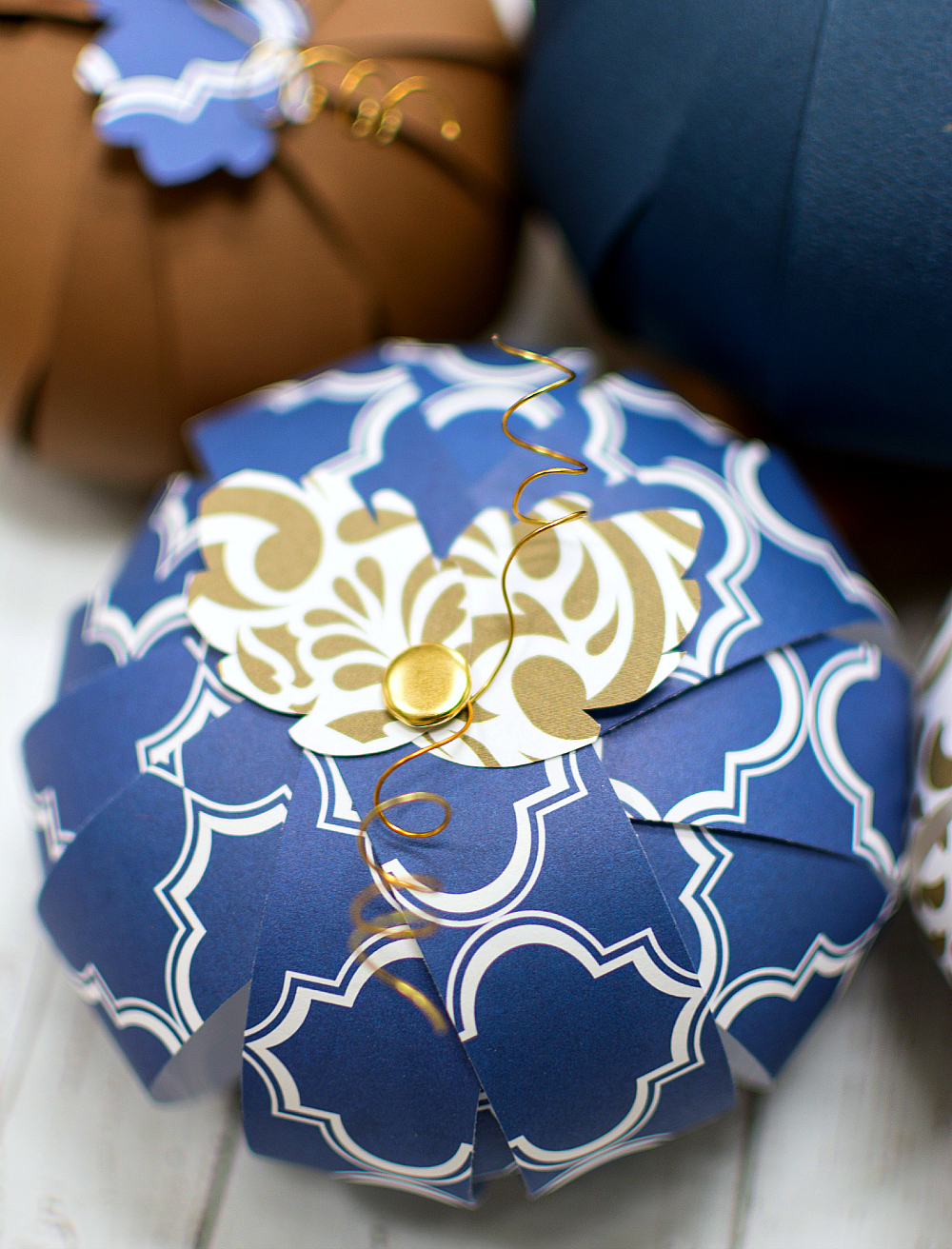 Halloween Craft Ideas with Paper: Paper Pumpkins