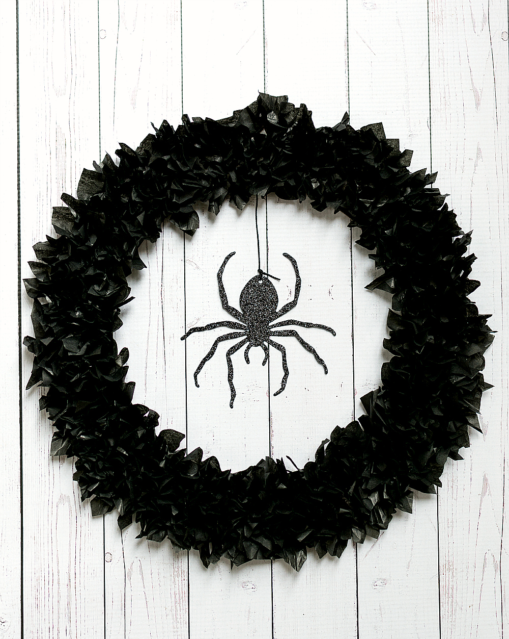 Halloween Wreath Ideas: Spider Wreath with Tissue Paper
