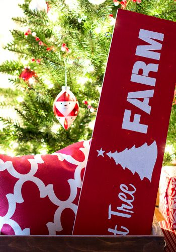 Christmas Tree Sign & A Giveaway