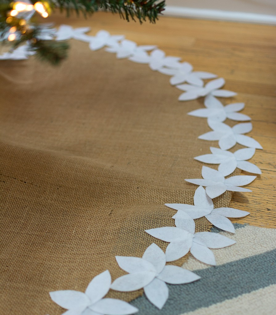 Christmas Crafts: No Sew Tree Skirt