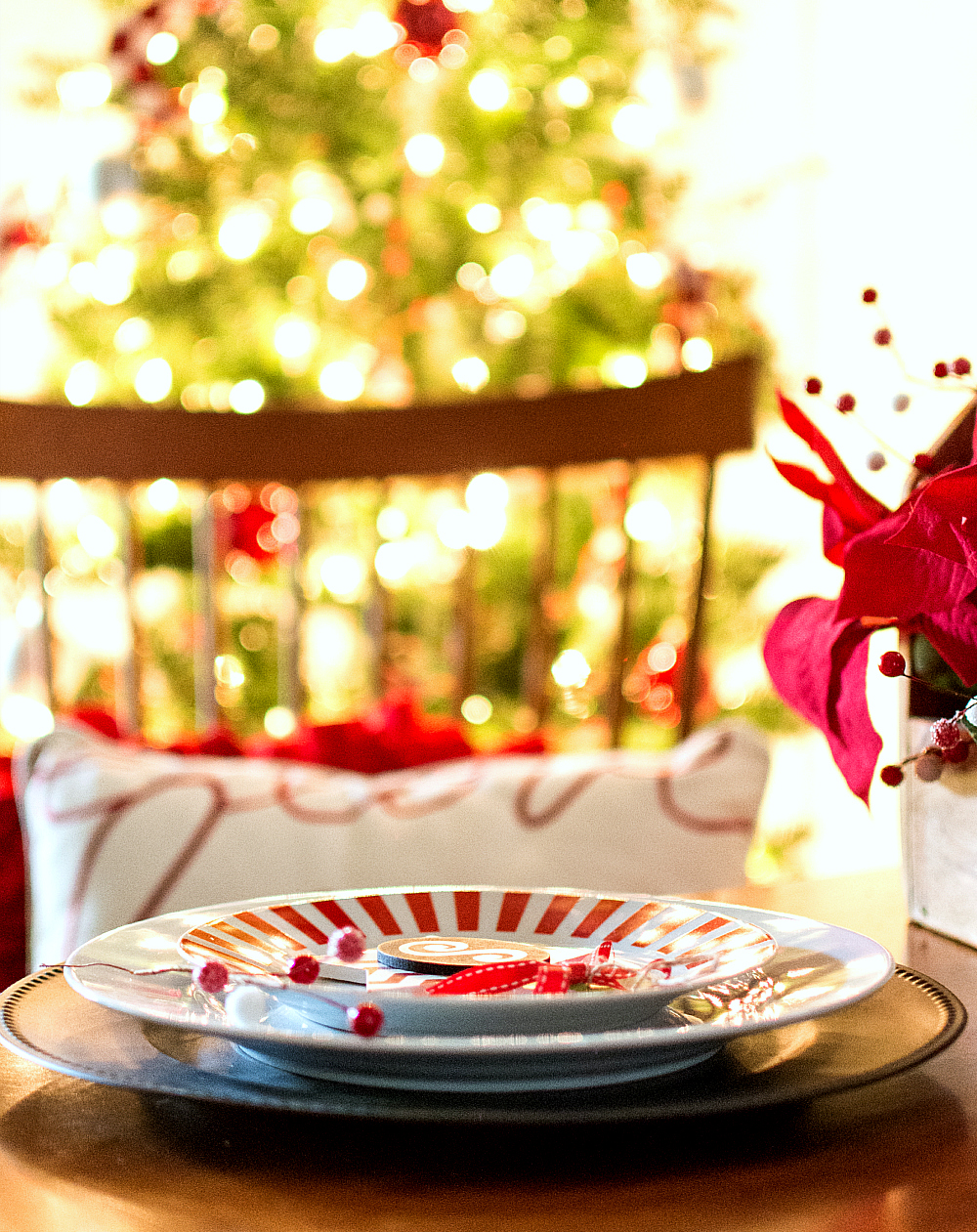holiday-table-setting-ideas (12 of 28) 2 & Holiday Table Setting Idea Red White Black