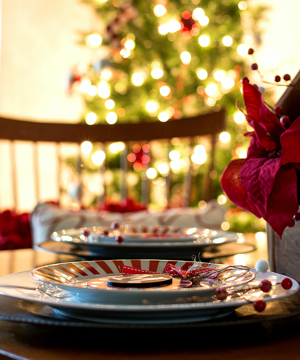 holiday-table-setting-ideas (7 of 28) 2 & Holiday Table Setting Idea Red White Black