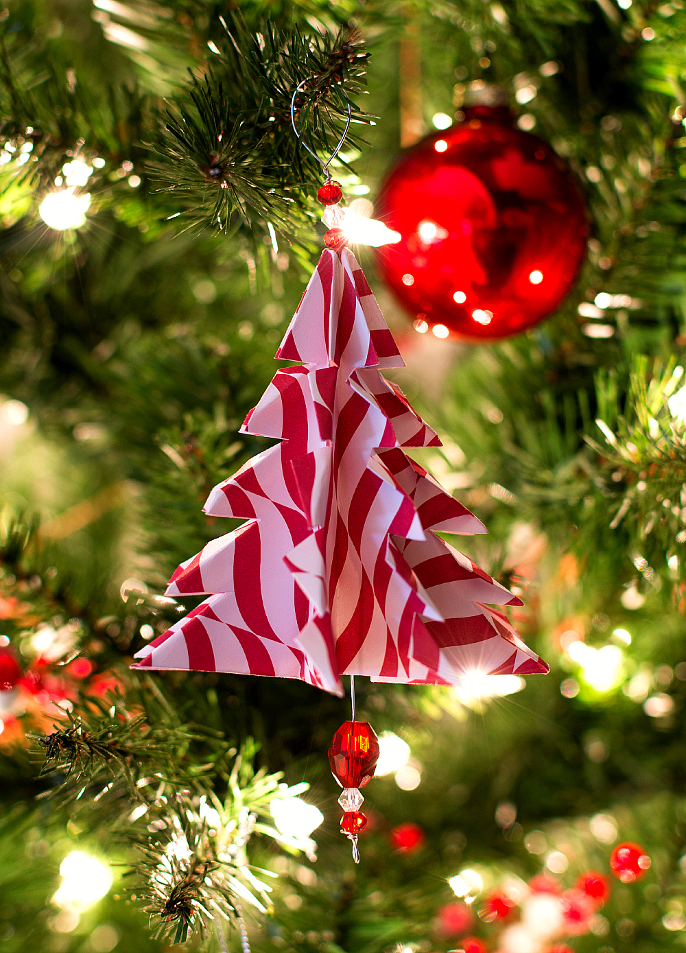 Christmas Craft Ideas: Handmade Ornament from Paper