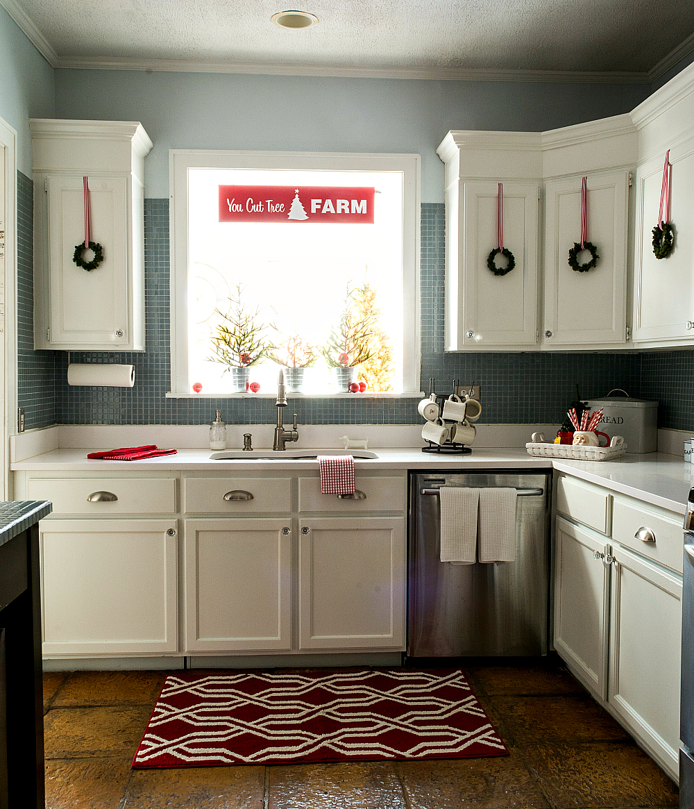 kitchen decorating ideas for christmas in red and white - Christmas Decorations For Kitchen Cabinets