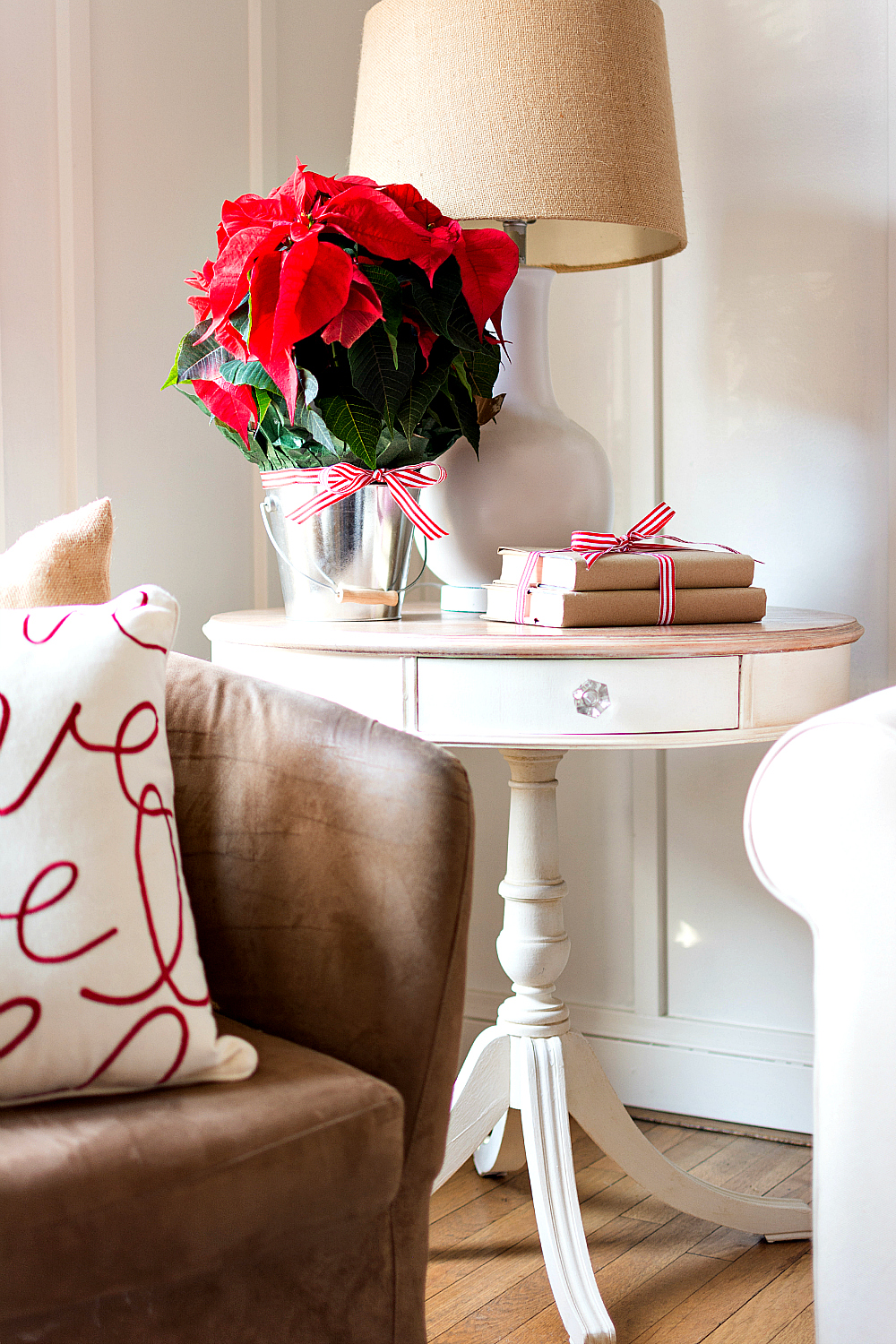 Simple Side Table Decorating Ideas