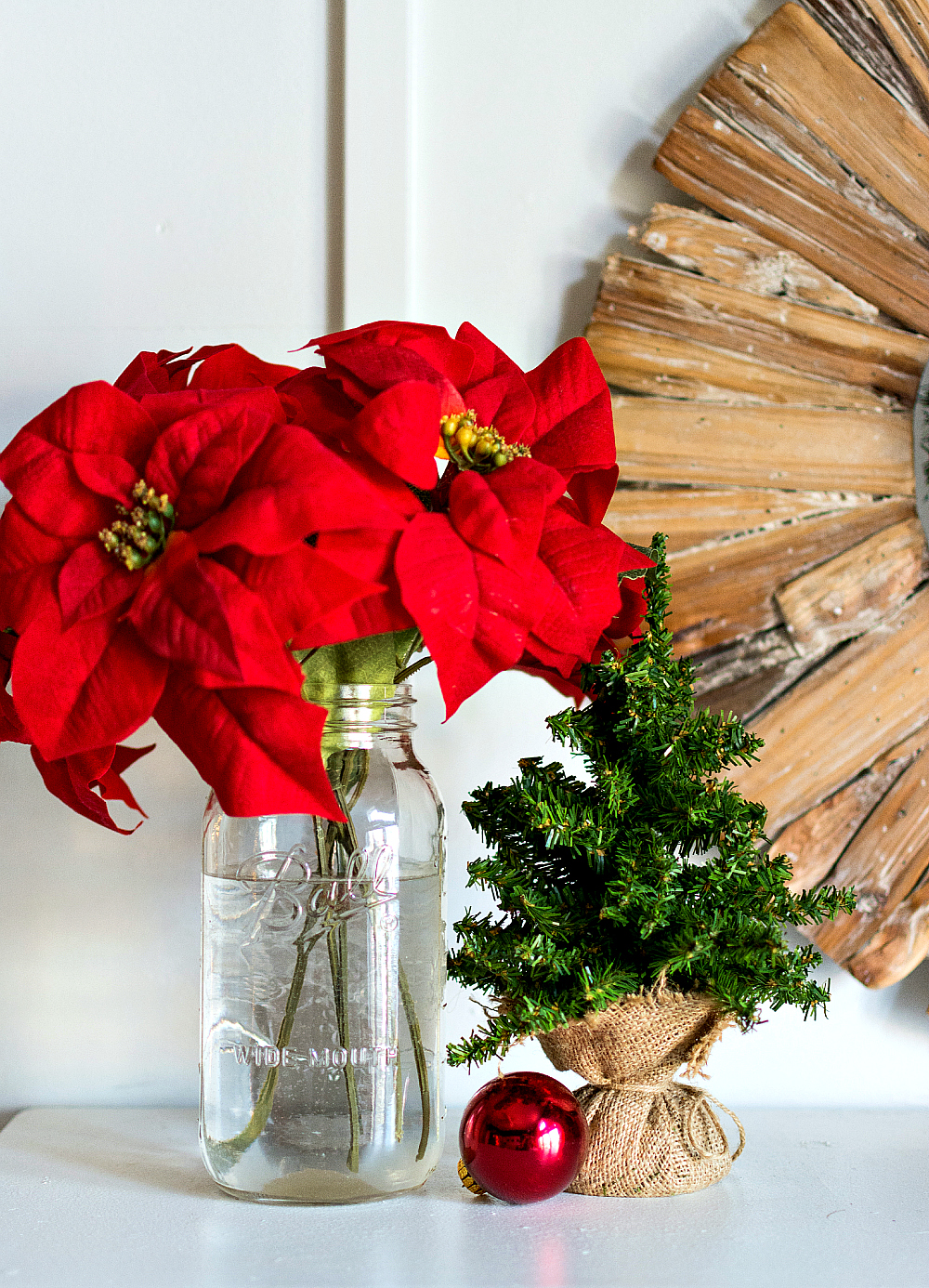 Christmas-Red-White-Decorating-Ideas (42 of 47)