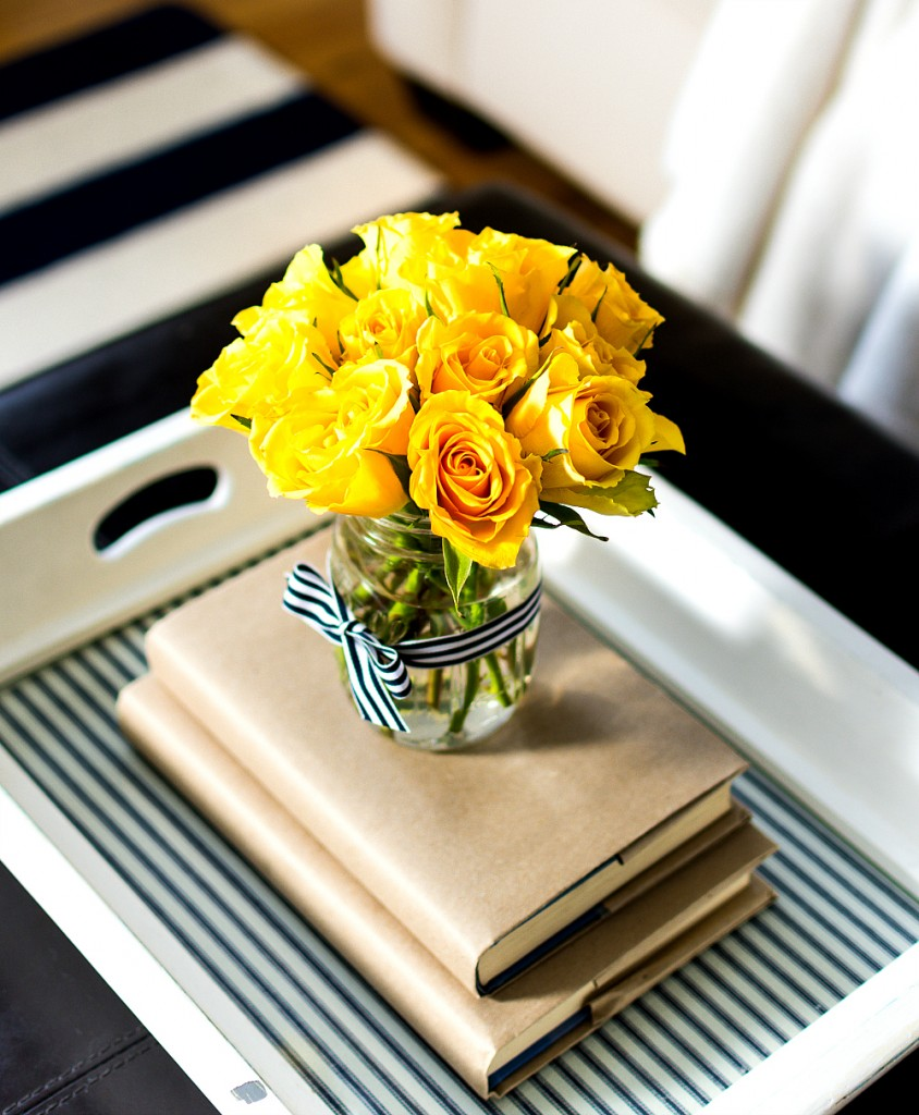 18 Spring Decor Ideas: Spring Decor Ideas In Navy And Yellow