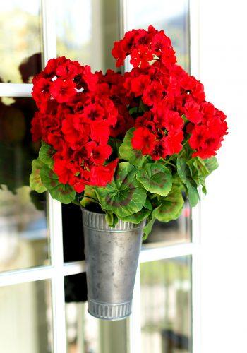 Summer Wreath Idea: Geraniums in Vase