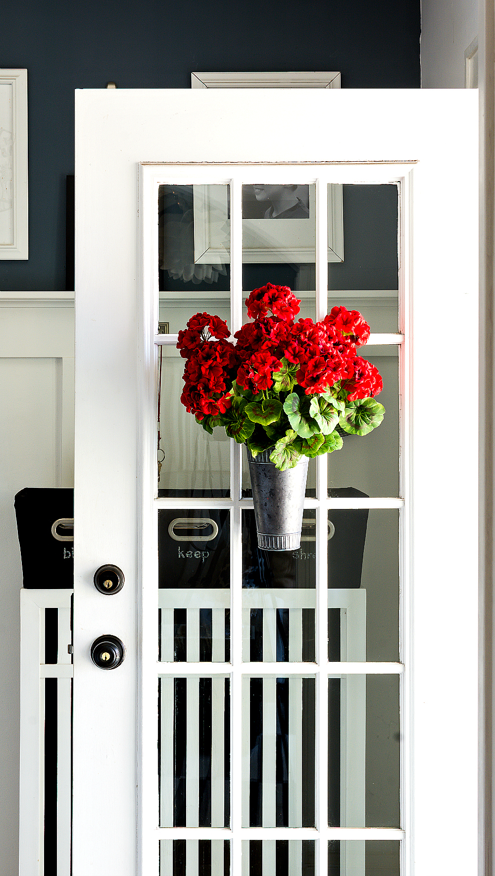 Summer Wreath Ideas - Geraniums in Vase on Door