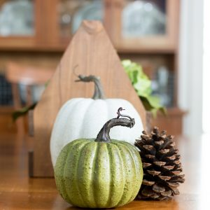 Simple Fall Dining Table Centerpiece