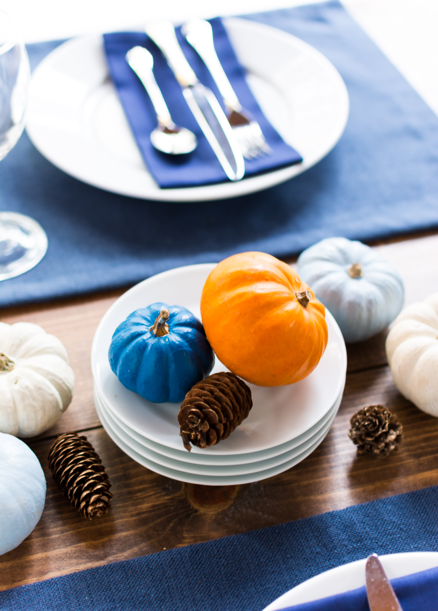 thanksgiving-table-setting-idea-navy-blue-white-orange-with-gallo-wine-pinot-grigio-itallstartedwithpait-com-1