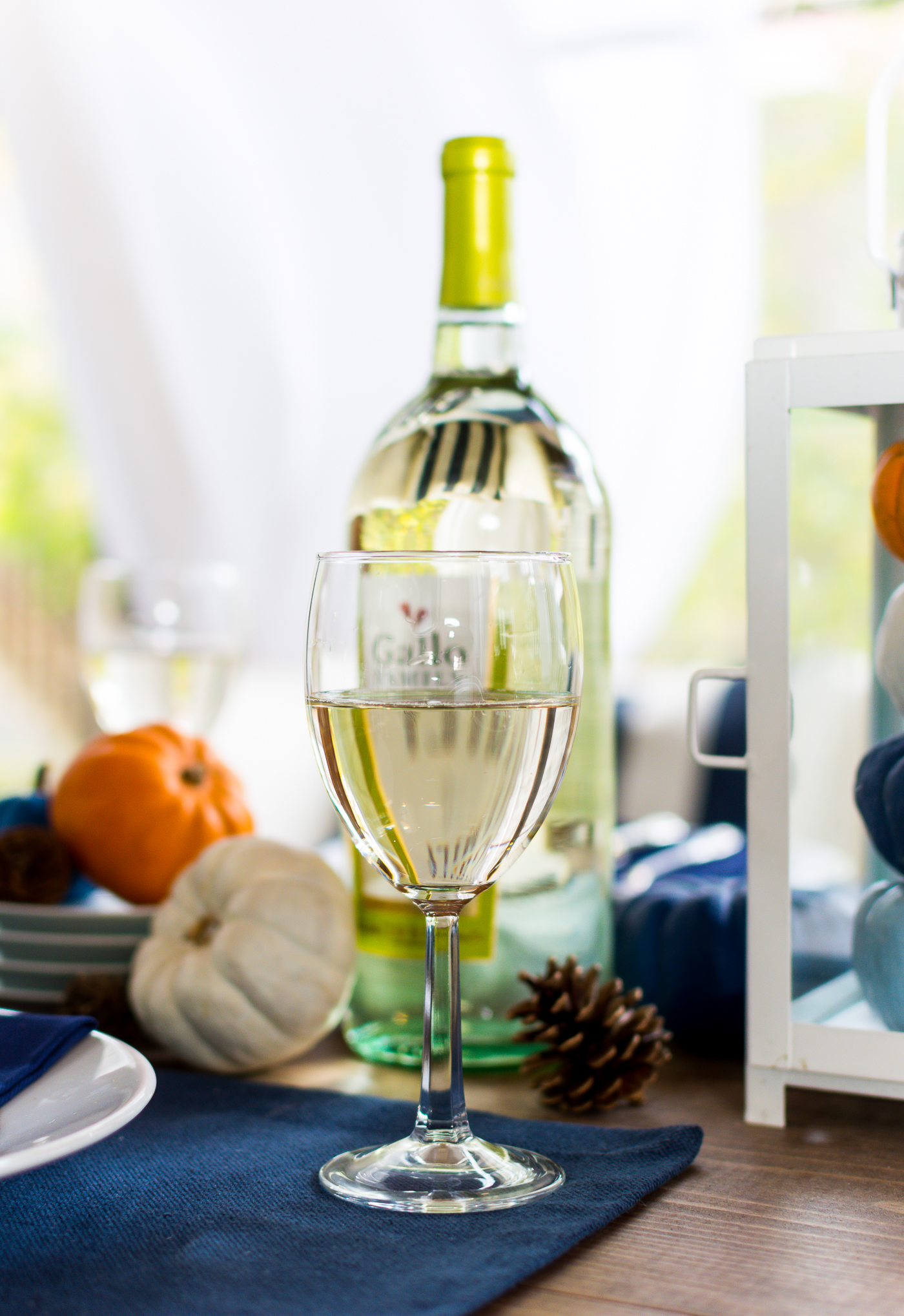thanksgiving-table-setting-idea-navy-blue-white-orange-with-gallo-wine-pinot-grigio-itallstartedwithpait-com-10