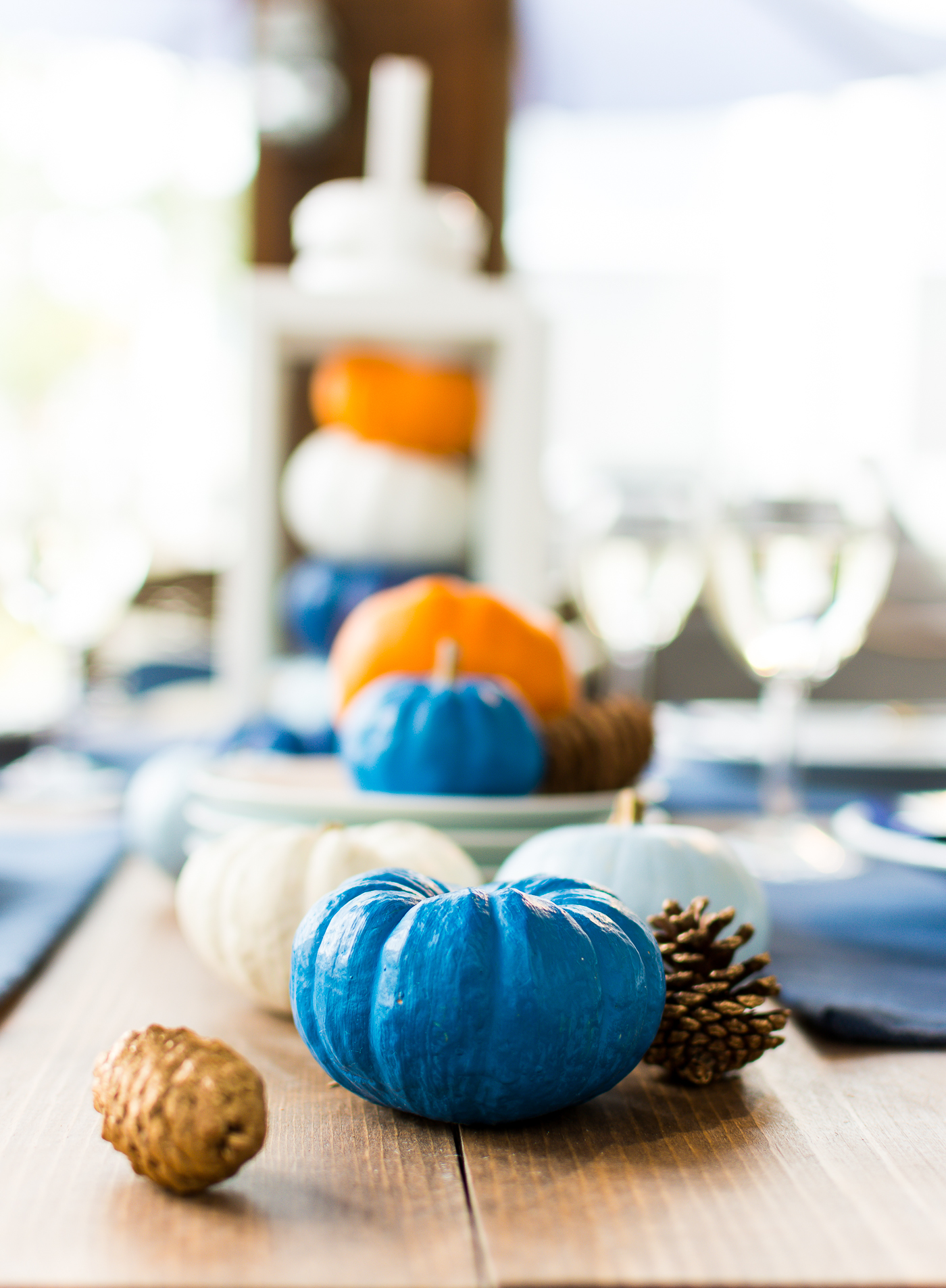 thanksgiving-table-setting-idea-navy-blue-white-orange-with-gallo-wine-pinot-grigio-itallstartedwithpait-com-23